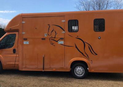 carriage-horseboxes-orange-4150-no-snow